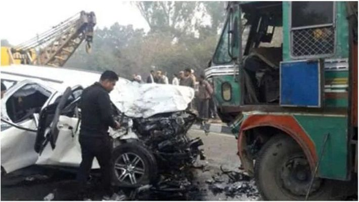 Acid tanker overturns - Nine people dead - THN