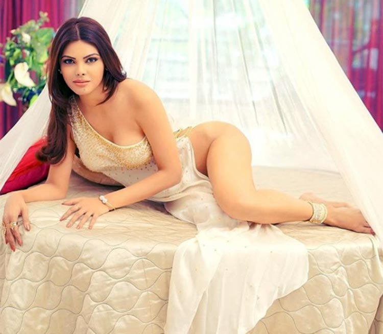 Sherlyn Chopra hot